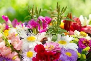 depositphotos_115470612-stock-photo-bouquet-of-summer-flowers